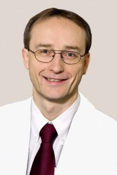 Dr. Frank Hellwich, Sektionsleiter für Knie- und Hüftendoprothetik in der Klinik für Unfall- und Wiederherstellungschirurgie, Orthopädie, Plastische, Ästhetische- und Handchirurgie