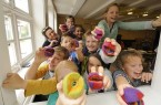 Beim bunten Filzen im LWL-Freilichtmuseum Detmold sind der Kreativität keine Grenzen gesetzt. Foto: LWL/Klein