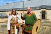 Bei zahlreichen Familienführungen mit Bastelaktionen wird das Leben im Mittelalter wieder lebendig. Foto: LWL/ C. Westermann