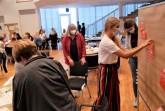 """Fachkräfte vieler Disziplinen aus Gütersloh sammelten erste Vorschläge und Visionen beim zweiten Workshop im Rahmen des Präventionsnetzwerks """"kinderstark – NRW schafft Chancen""""."""